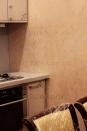 2-029 венецианская штукатурка с перламутром в кухне. Авторская техника.