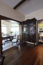 Венецианская штукатурка в гостиной, столовой и на кухне отличается только по нюансу оттенков.